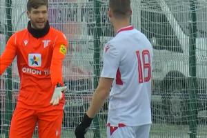 Menno Bergsen a Juha Pirinen po tom, ako si obranca strelil vlastný gól.