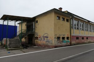 Zničená budova bývalej jedálne.