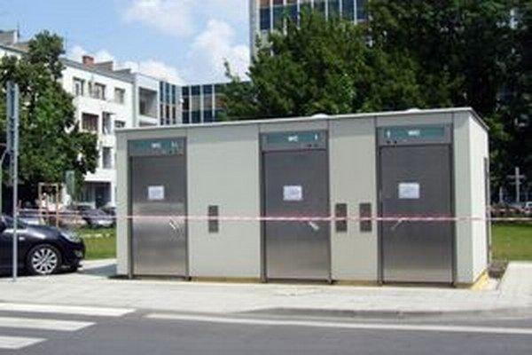 Nové verejné toalety zatiaľ nie sú v prevádzke.