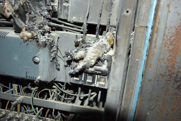 V bytovke došlo k požiaru a výpadku elektriny.