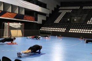 Prvý tréning hádzanárov.