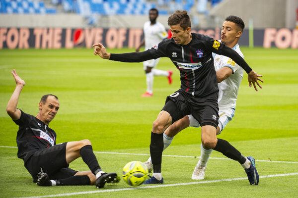 David Hrnčár (v strede) v drese FC Vion Zlaté Moravce