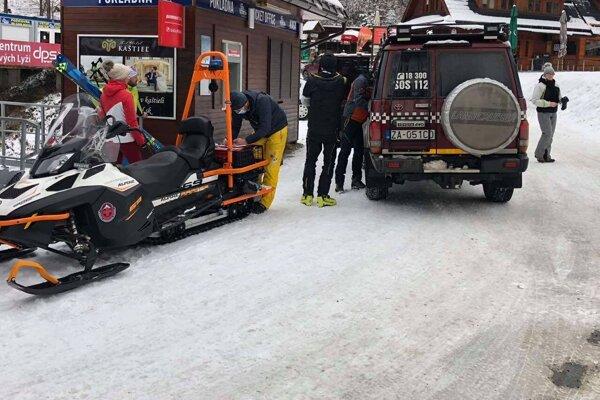 Mladíkovi pomohli horskí záchranári.