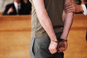 Peter skončil za mrežami, no súd ho po vyše dvoch mesiacoch napokon prepustil na slobodu.