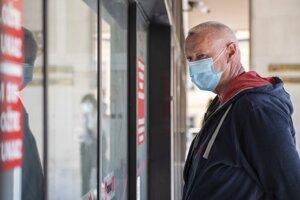 Bbvinený Lehel H. prichádza pred vynesením rozsudku na Najvyšší súd SR v Bratislave 16. apríla 2020. Obvinený je spájaný s gangom sátorovcov, je obvinený zo zločinu založenia, zosnovania a podpory zločineckej skupiny, ako aj z viacerých vrážd.