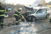 Z vozidiel unikali prevádzkové kvapaliny.