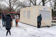 Mobilné odberové miesto pri Úrade Bratislavského samosprávneho kraja.