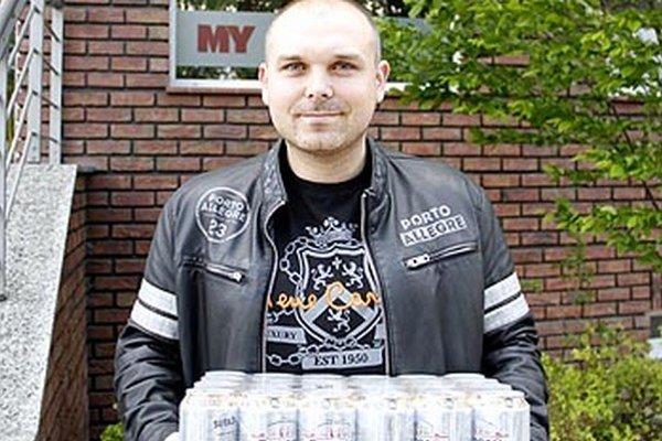 Po kartón piva Corgoň od spoločnosti Heineken si do redakcie prišiel víťaz 5. kola Dušan Koszorú z Nitry.