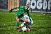 Patrícia Hmírová (v zelenom) v drese Leczny v zápase Ligy majstrov proti PSG.