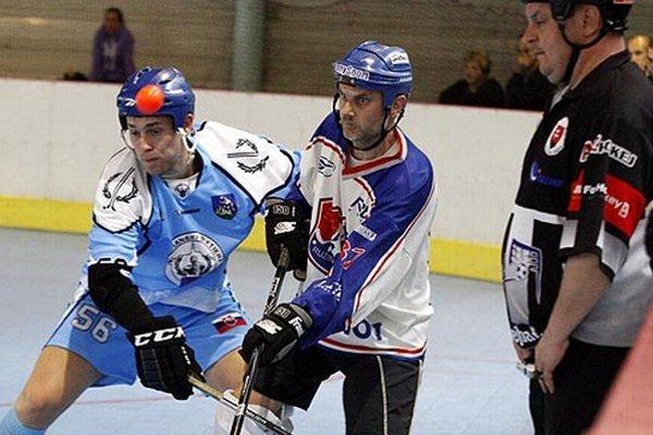 Rytieri vedú po úvodnom zápase v sérii 1:0. Hrá sa na tri víťazstvá.
