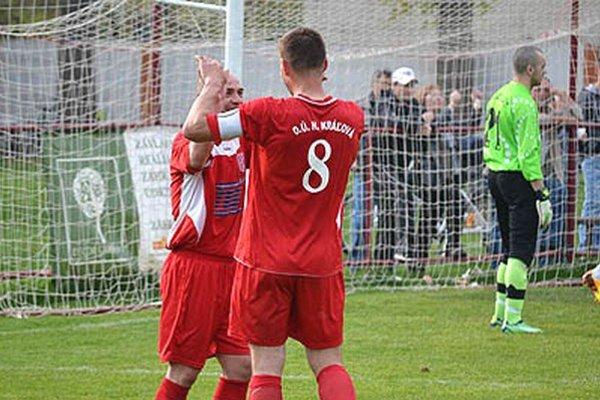 Horná Kráľová zdolala Janíky 5:1. Štefan Lalák strelil jeden gól, kapitán Ľuboš Kollár dva.