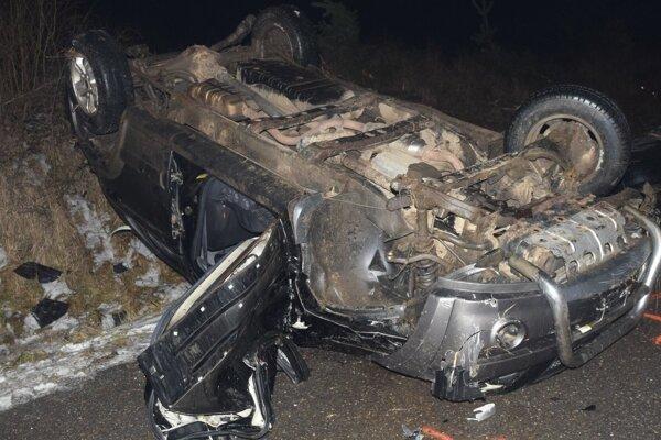FOTO: Dopravná nehoda neďaleko Ratkovej vyvrcholila tragédiou