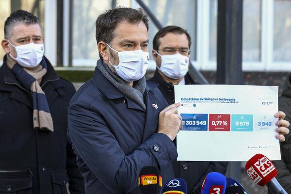 Minister vnútra SR Roman Mikulec, predseda vlády SR Igor Matovič a minister zdravotníctva SR Marek Krajčí počas tlačového brífingu k vyhodnoteniu doterajších výsledkov celoplošného skríningu na ochorenie COVID-19.