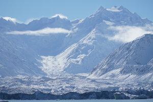Výhľad na najvyššiu horu Nového Zélandu Mt. Cook.