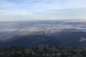 Výhľad z Mt. Wellington na hlavné mesto Tasmánie Hobart.
