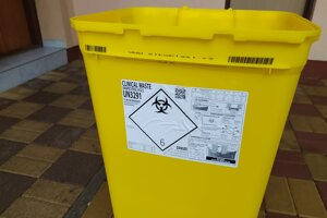 Špeciálny klinik box na nebezpečný biologický odpad.