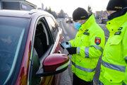 Od dnešného dňa je na Slovensku potrebný pri viacerých činnostiach negatívny test na koronavírus, napríklad aj pri ceste do práce.