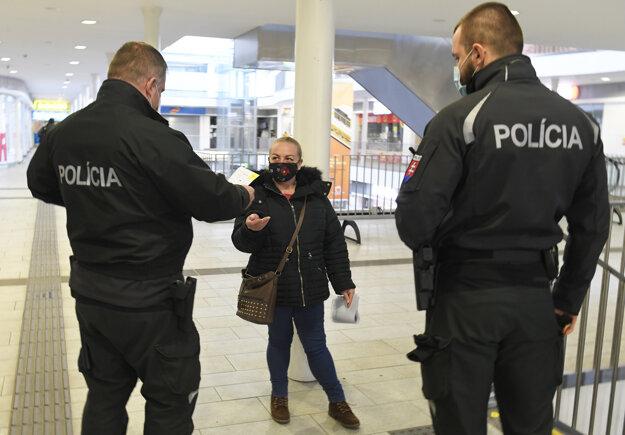 Polícia kontroluje dodržiavanie opatrení aj v Košiciach.