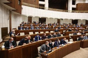 Atmosféra počas rokovania pokračujúcej 23. schôdze Národnej rady SR.