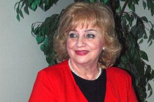 Nora Beňačková bola jednou z prvých interných televíznych hlásateliek.
