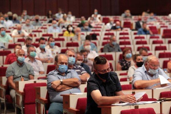 Stretnutie akcionárov VVS kvôli hrozbe skrytej privatizácie na košickom magistráte vlani v auguste.