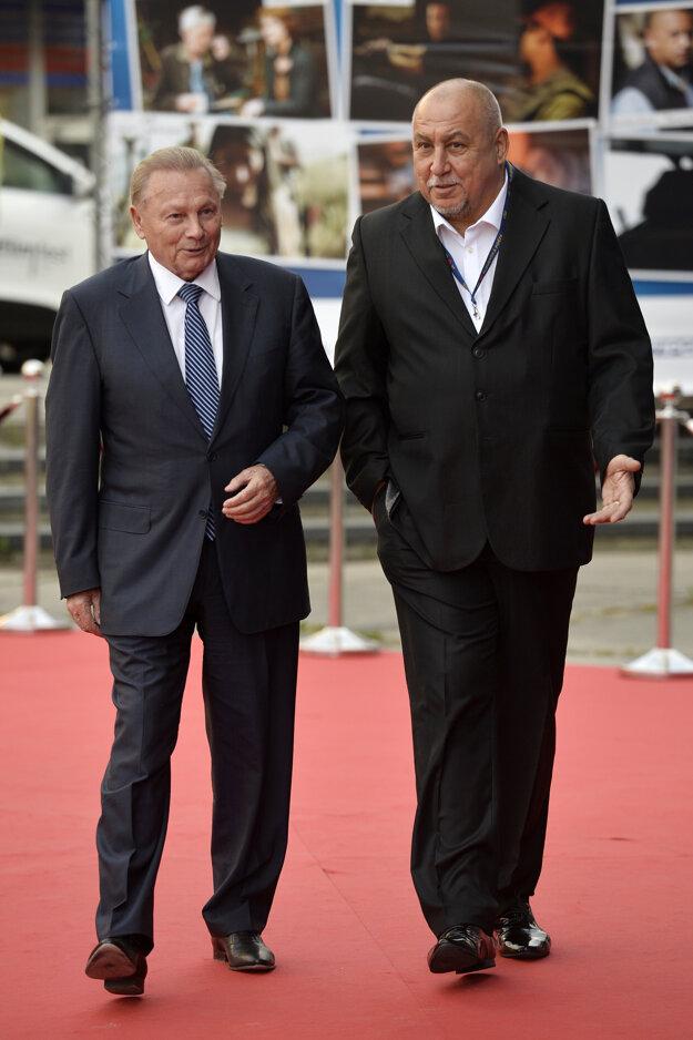 Bývalý prezident SR Rudolf Schuster (vľavo) a herec Andy Hryc.