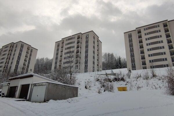 V troch bytových domoch je 138 nájomných bytov