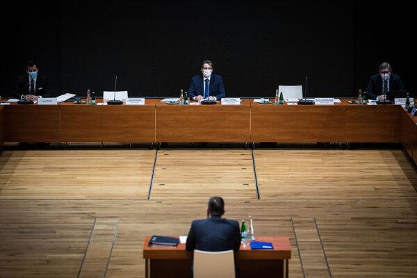 Daniel Lipšic pred ústavnoprávnym výborom.