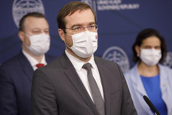 Minister zdravotníctva Marek Krajčí na stredajšej tlačovej konferencii.