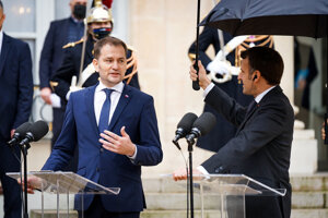 Prezident Macron a premiér Matovič počas stretnutia v Elyzejskom paláci.