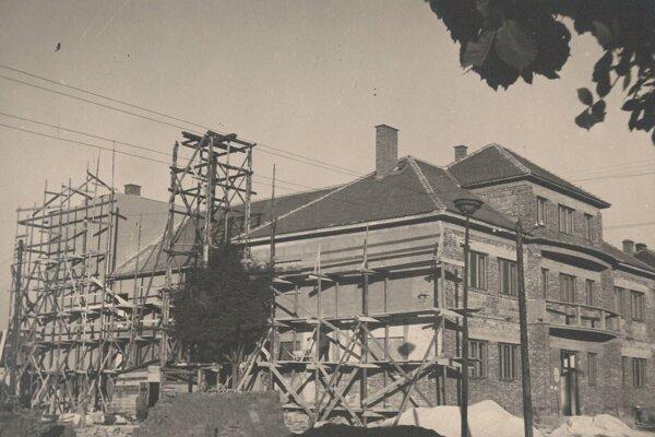 Výstavba kultúrneho domu v Žabokrekoch.