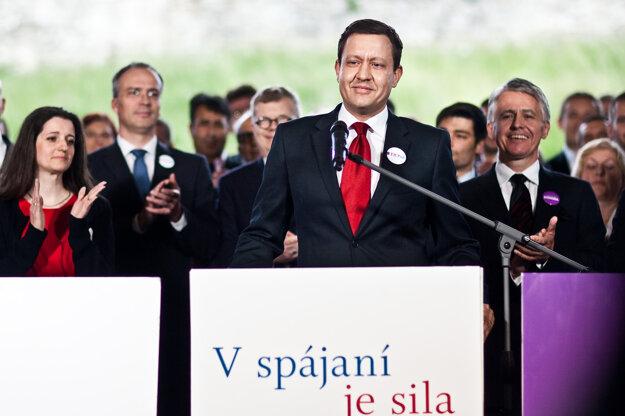 V máji 2013 oznámil spojenie Novej väčšiny a Liberálnej dohody.