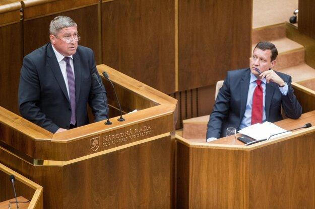 Špeciálny prokurátor Dušan Kováčik a Daniel Lipšic na mimoriadnej schôdzy ku kauze Gorila, jún 2015.