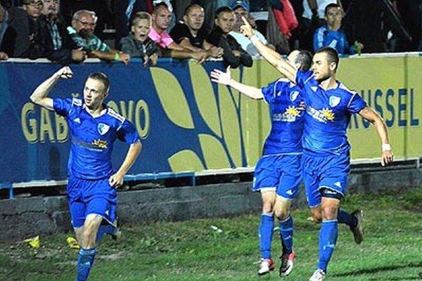 Polovičným majstrom MRZ sa stali futbalisti Gabčíkova, ambiciózneho klubu zo Žitného ostrova.