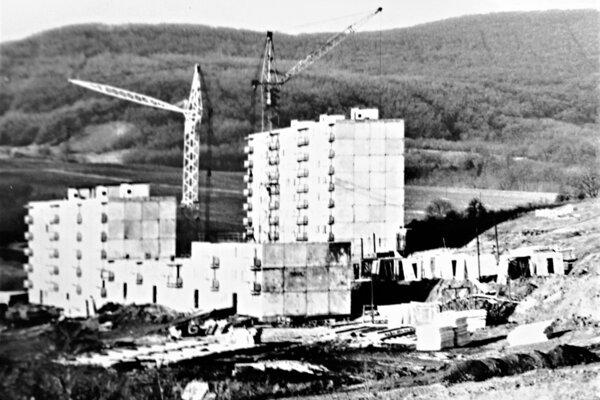 Budovanie sídliska vo Veľkom Krtíši. 80-te roky 20. storočia.