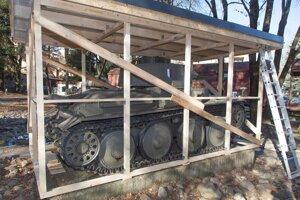 Legendárny tank LT 38 už museli v areáli skanzenu zagarážovať