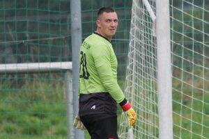 Futbalový brankár Juraj Španko chytá za Lipt. Ján.