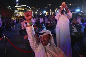 Obyvatelia Spojených arabských emirátov oslavujú úspešné dosiahnutie obežnej dráhy Marsu sondou Hope.