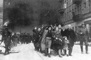 Židia odvádzaní vojakmi SS počas ničenia varšavského geta.
