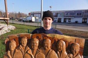 Peter Šrank s dreveným Desmodom.