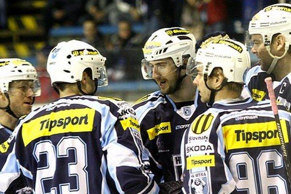 Prvá nitrianska formácia sa v piatok tešila zo šiestich gólov v žilinskej sieti. V strede Roman Tománek (2+2).