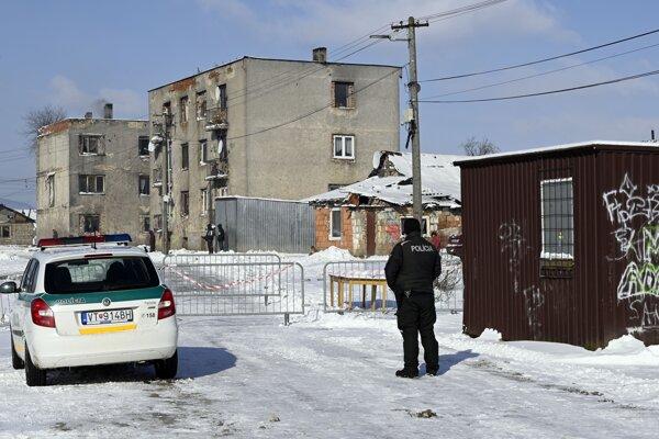 Medzi rómskou komunitou odhalili niekoľko desiatok pozitívnych obyvateľov aj v osade v Sačurove.