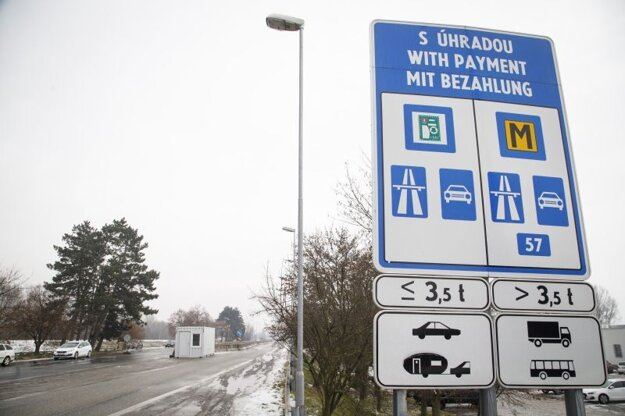 Situácia na hraničnom priechode Bratislava - Berg v smere do Rakúska počas sprísnenia opatrení na hraničných priechodoch od 17. februára 2021.