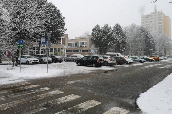 """Lokalita za Kockou je """"kandidátom"""" na parkovací dom."""
