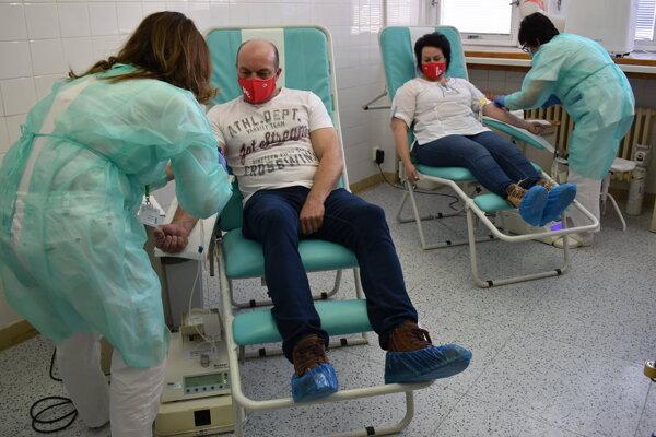 Prilákať darcov krvi do nemocníc pomáhajú kampane.