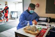 Vo zvolenskej nemocnici pomáhajú vojaci.