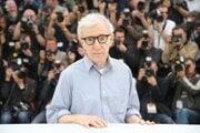 Woody Allen má 85 rokov.