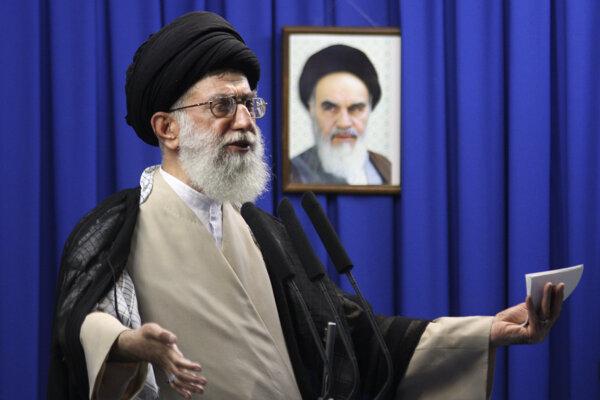Iránsky najvyšší vodca ajatolláh Alí Chameneí.