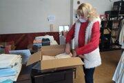 Marta Gáplovská zBerTo! Nitrianske Pravno posiela núdznym ľuďom každý týždeň dva až tri balíky sdrogériou, potravinami ainými potrebnými vecami.