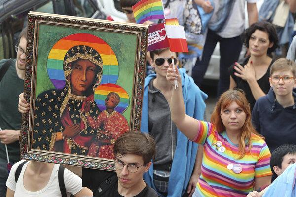 Účastníci pochodu príslušníkov sexuálnych menšín v poľskom meste Plock 10. augusta 2019.